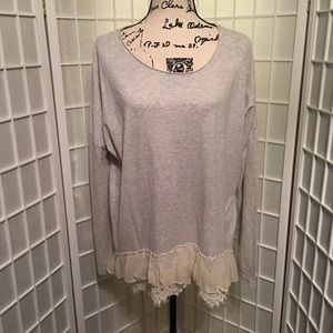 Sundance Gray Cream Ruffled Bottom Tunic Large